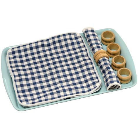 Rolling A Mat With A Napkin Ring - Blue